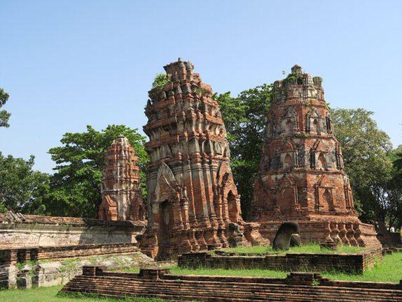 ayutthaya-thailand-crumbling-temple