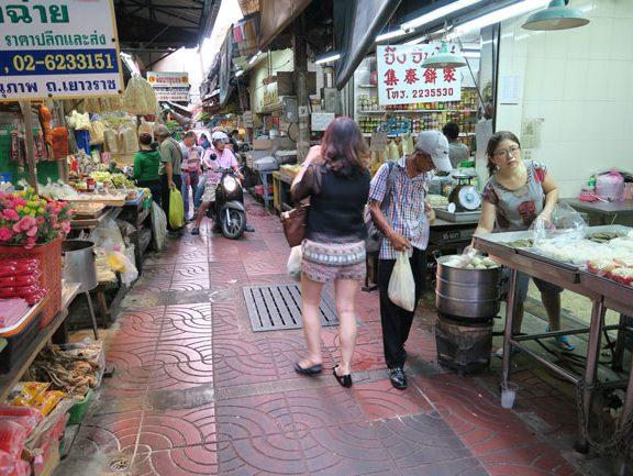 bangkok-chinatown-narrow-alley