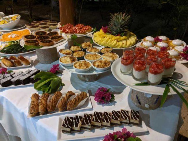 Bora Bora Pearl Beach Resort - buffet dinner