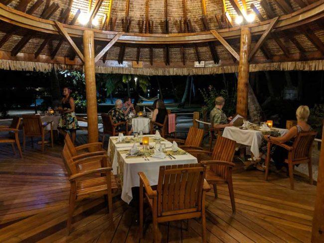 Bora Bora Pearl Beach Resort - dining room