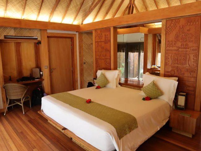 Bora Bora Pearl Beach Resort - garden bungalow bed