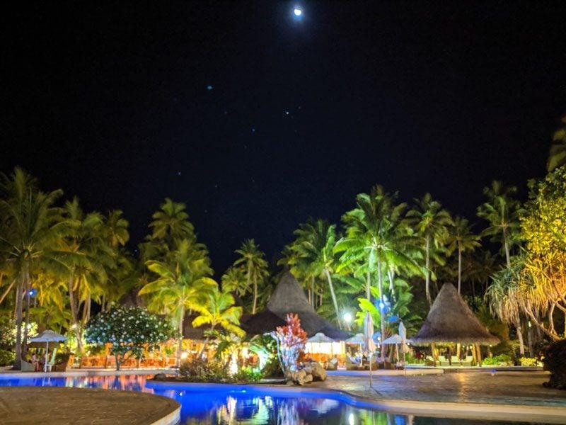 Bora Bora Pearl Beach Resort - pool by night