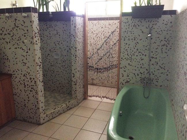 Fare Rea Rea Papeete Tahiti - private room shower