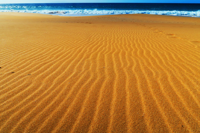 Golden sand in Papohaku Beach - Molokai Hawaii