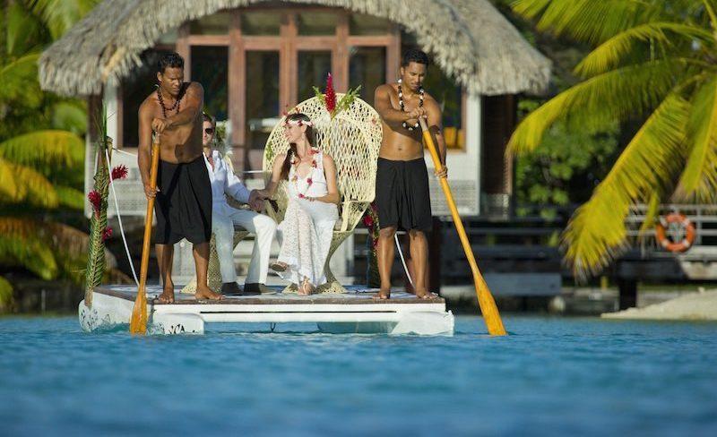 Honeymoon in Tahiti French Polynesia - canoe wedding