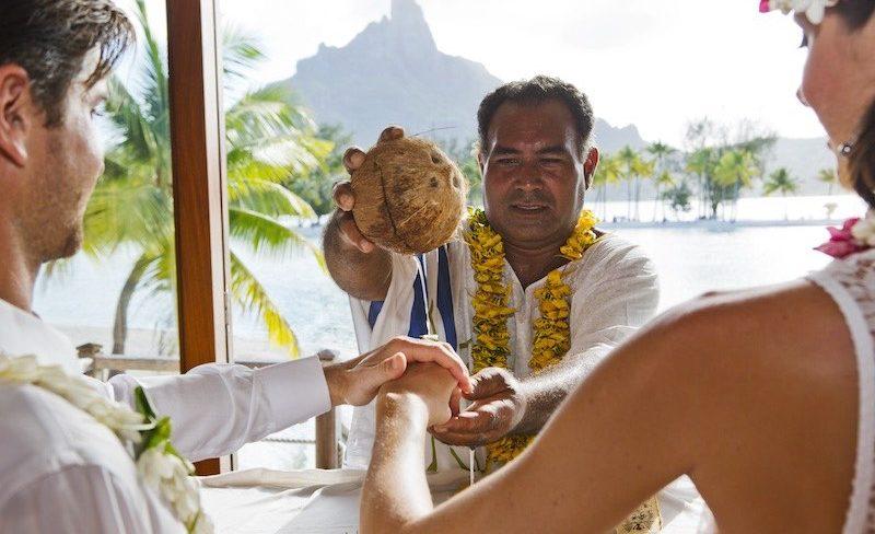 Honeymoon in Tahiti French Polynesia - wedding in bora bora