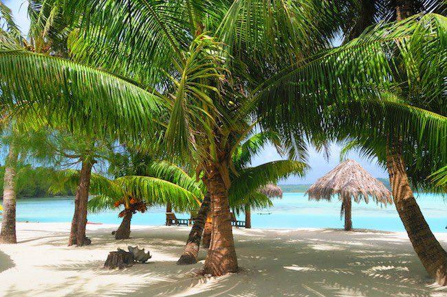 Inano Beach Bungalows Aitutaki Cook Islands - beach area