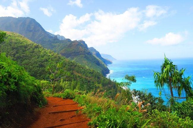 Kalalau Trail Na Pali Coast - Kauau Hawaii - trail and cliffs