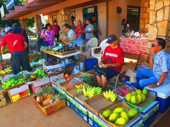 Kaunakakai Saturday Market - Molokai - Hawaii - fruits
