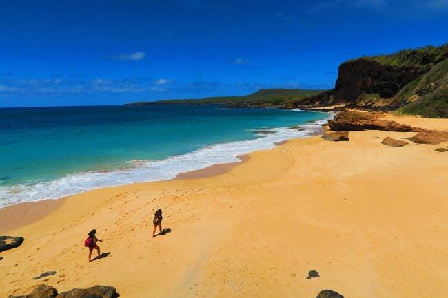 Kawakiu Beach golden sand - Molokai Hawaii