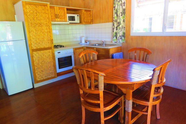 Lagoon Breeze Villas Rarotonga - Polynesian villa dinign area