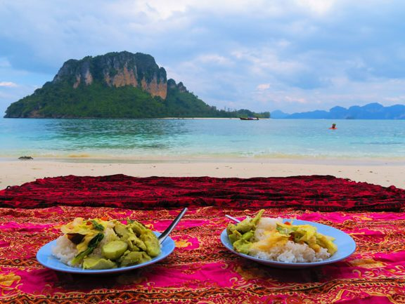 lunch-in-tup-island-thailand