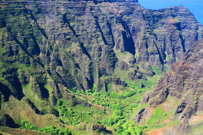 Na Pali Cliffs Canyon - Awa'awapuhi Hiking Trail - Kauai, Hawaii