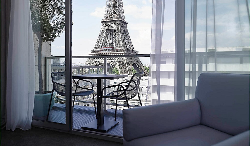 15 paris hotels with incredible eiffel tower views x for Design hotel alpha paris tour eiffel