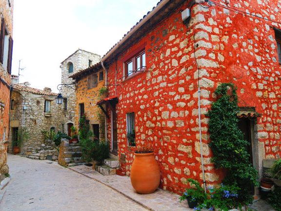 red-brick-house-tourrettes-sur-loup