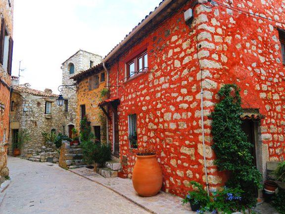 red-brick-house-tourrettes-sur-loup