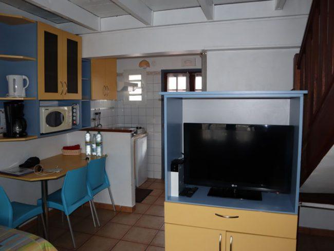 Residence Eglantine - Cilaos Hotel - Reunion Island - living room kitchen