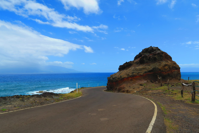 Scenic coastal road - Molokai Hawaii