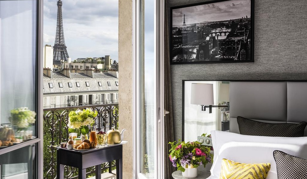 15 paris hotels with incredible eiffel tower views x for Hotel baltimore paris