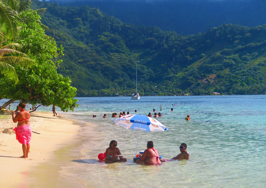 Tahitians chilling in beach - Moorea - French Polynesia