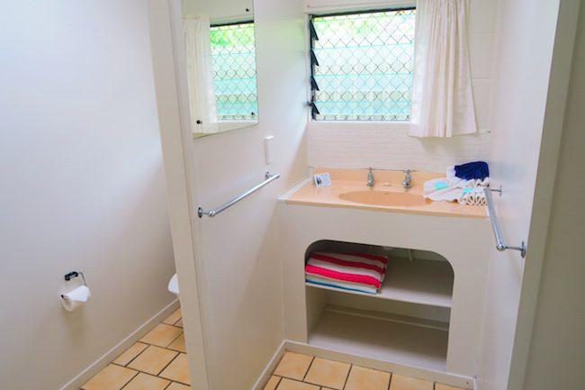 The Black Pearl At Puaikura Rarotonga - garde view bathroom