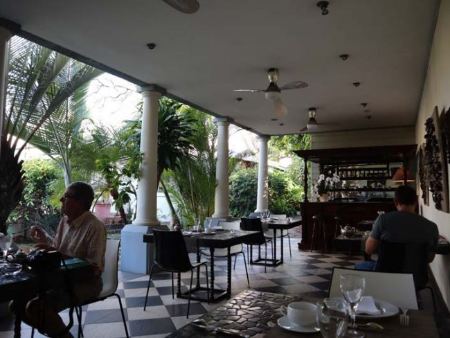 Villa Belle - St Pierre accommodation - Reunion Island - dining area