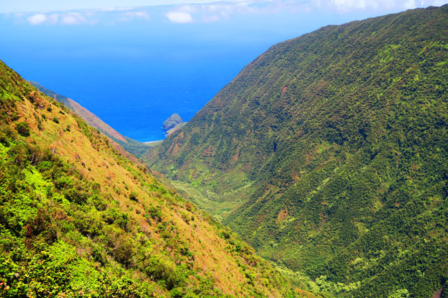 Waikulu Valley scenic Overlook - Molokai Hawaii