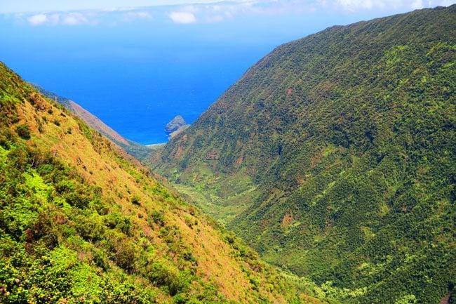 Waikulu Valley scenic Overlook - Molokai Hawaii