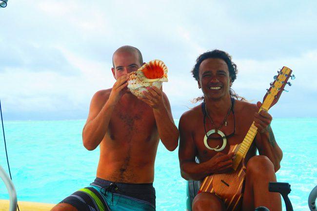 lagoon tour in bora bora french polynesia didi and me playing conch