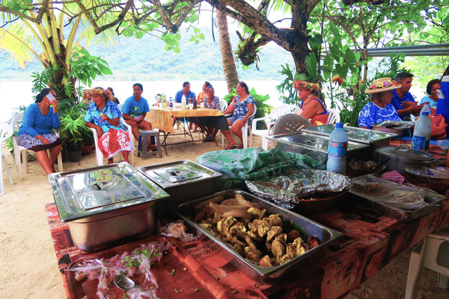 maa tahiti sunday polynesian food feast tahaa french polynesia