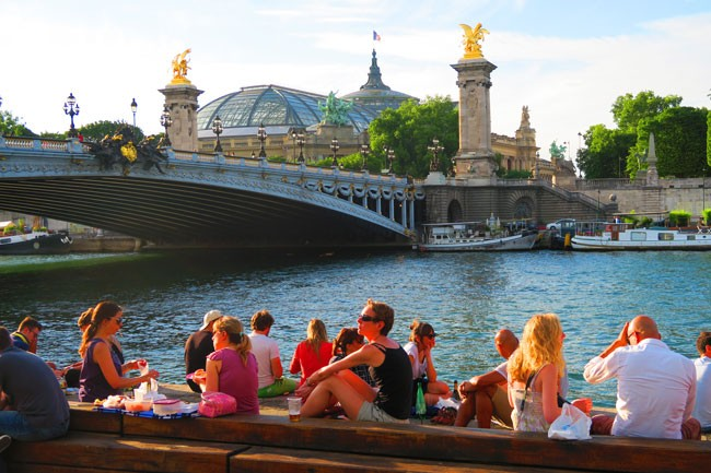 Paris romantic spot by pont alexandre