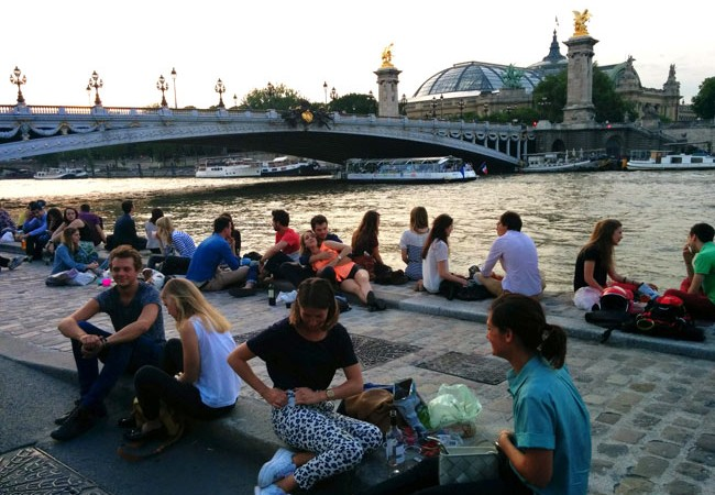 Paris romantic spot by the seine