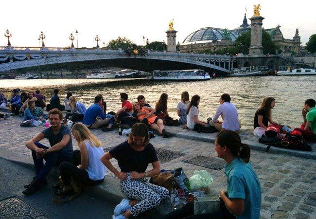 Paris romantic spot by the seine