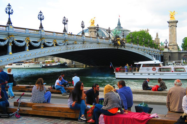 Picnic in Paris on the seine