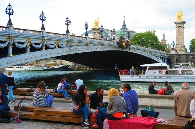 Picnic in Paris on the seine