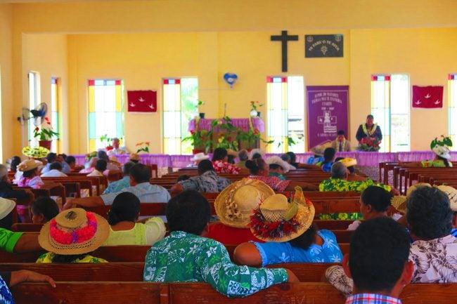 sunday church service tahaa french polynesia