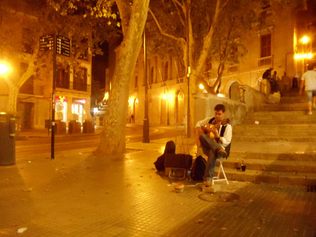 Spanish guitar Palma de Mallorca at night