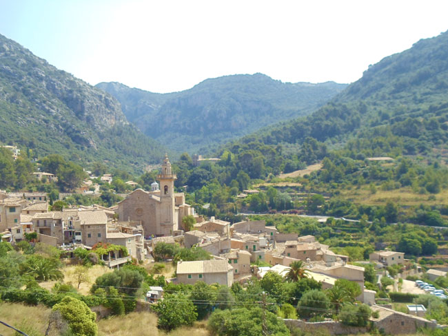 Valldemossa-Mallorca-village-lookout
