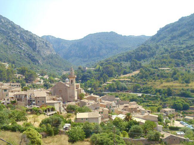 Valldemossa-Mallorca-village-lookout