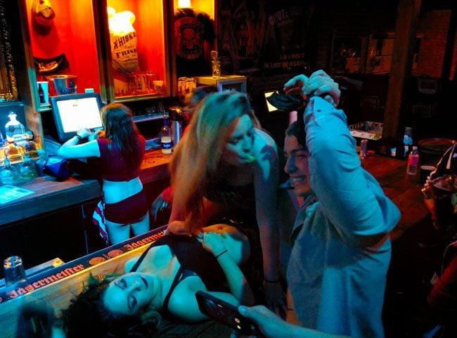 Coyote-Ugly-San-Diego-Gaslamp-Saturday-night-body-shot