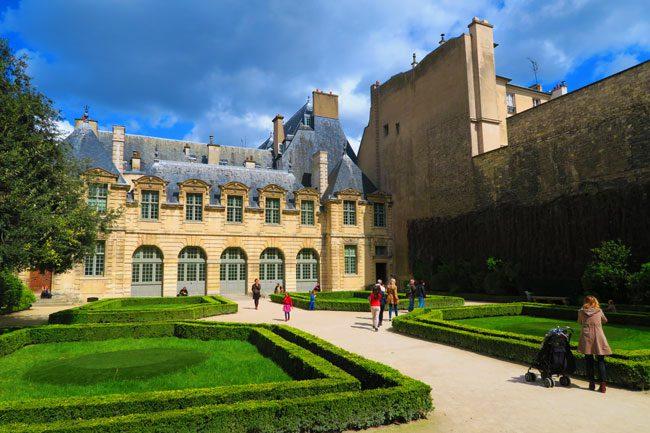 Hôtel de Sully Paris garden