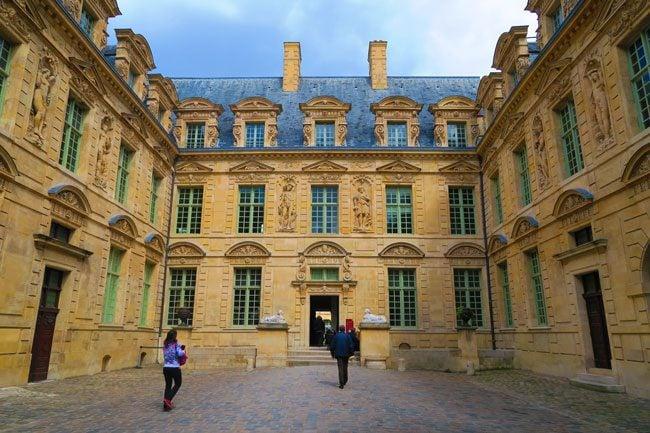 Hotel de Sully Paris enterance