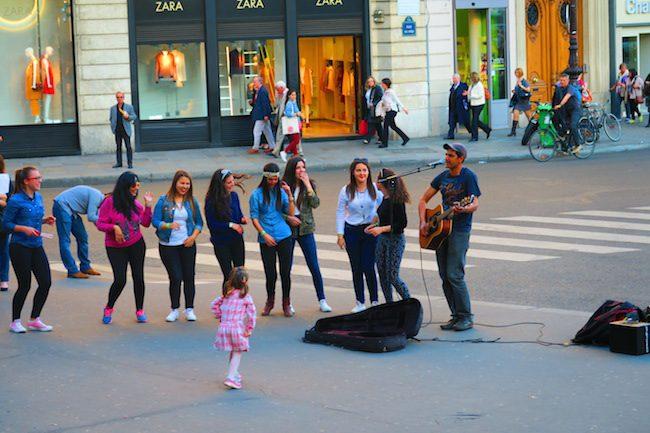 street dancing in Paris