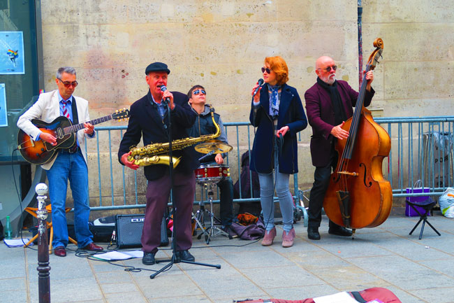 Live band playing in Marais Paris
