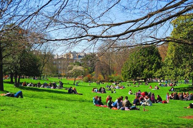 Parc Monceau Paris picnic