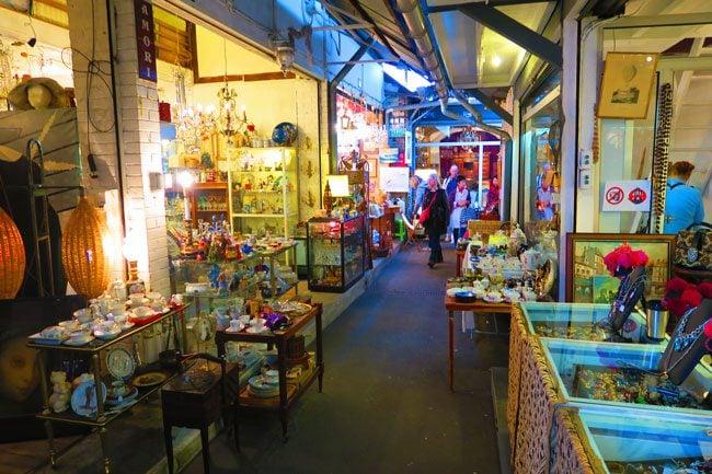 paris flea market marche aux puces Marché Vernaison indoor