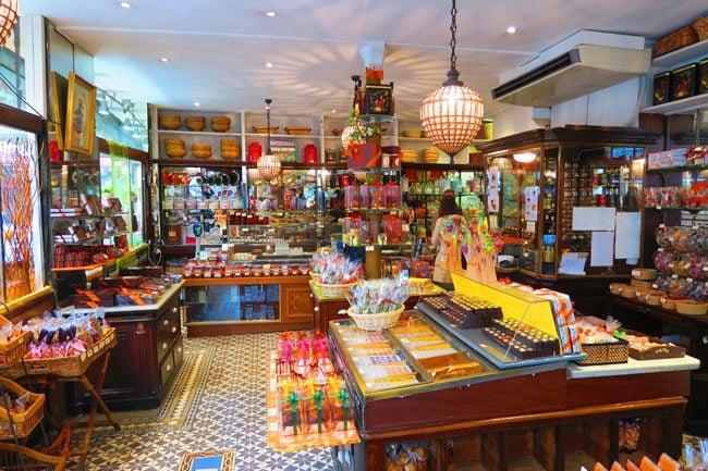 Famille famous chocoloate store paris interior
