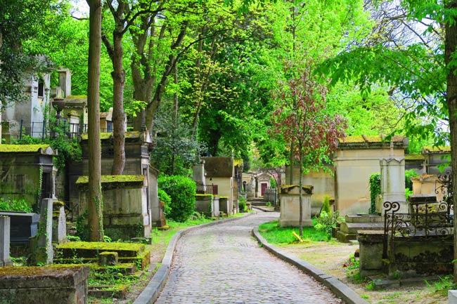 Pere Lachaise Cemetery Paris narrow lanes