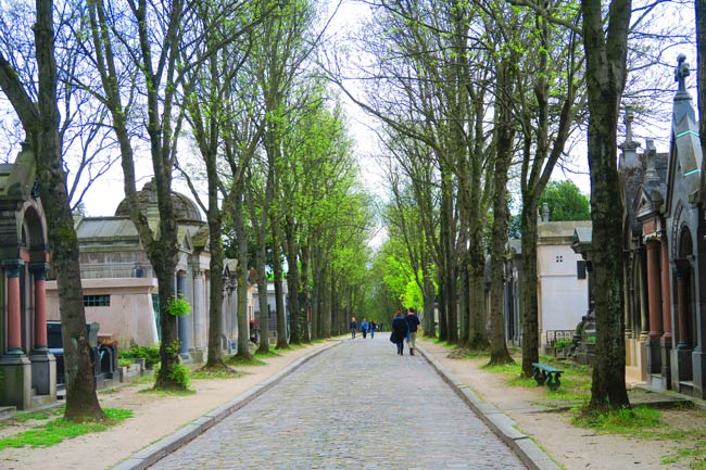 Pere Lachaise Cemetery Paris strolling the grounds