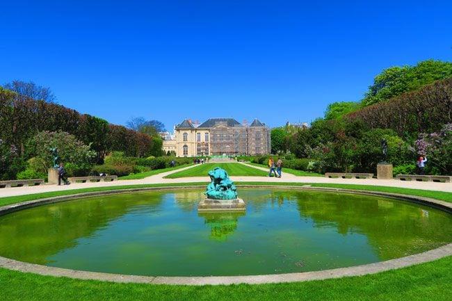 Rodin Mudeum Paris gardens and fountain